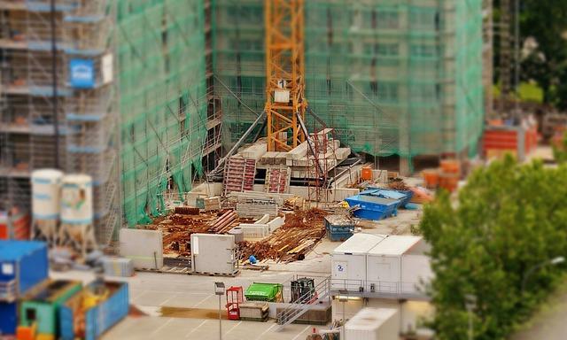Urządzanie placu budowy ? ogrodzenia, kontenery i bramy