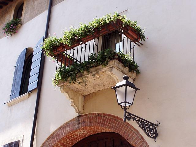 Czy warto montować profile balkonowe?