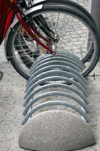 Akcesoria dla rowerzysty ? stojak, odblaski, kosze