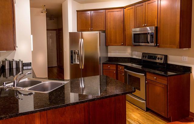 Czy blaty kuchenne z kamienia pasują do każdego wnętrza?