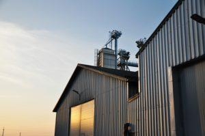 Hale przemysłowe – zastosowanie w wielu gałęziach przemysłu