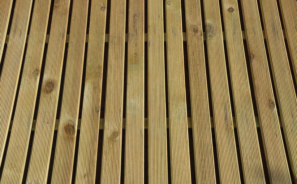 Deski kompozytowe do budowy tarasu – czy to się opłaca?