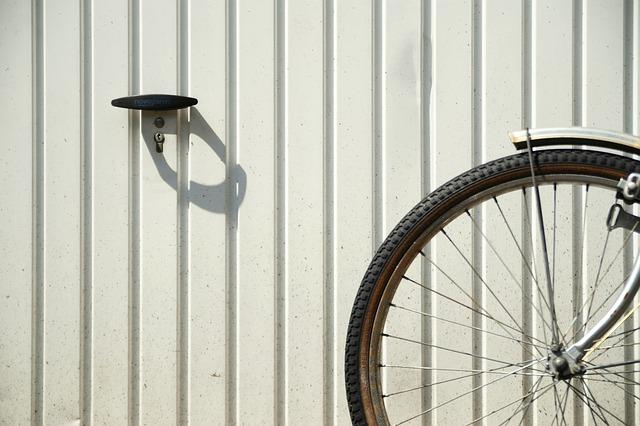 Co trzeba wiedzieć o garażach blaszanych?