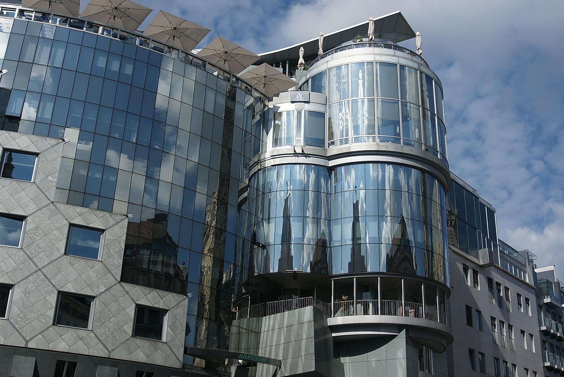 Jak wygląda konstrukcja balustrad szklanych?